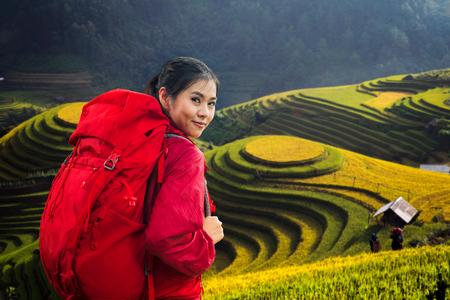 Rucksackreise in Mu Cang Chai und Terrasse von Reis und Bauernhof in Sapa, Vietnam