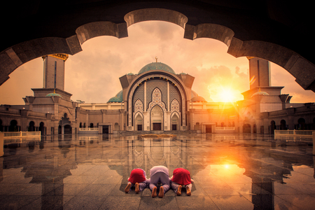Muslim chilgren sin and pray in mosque, the mosque is they school, Islamic and mosque in Kuala kumper lumpur, Malaysia