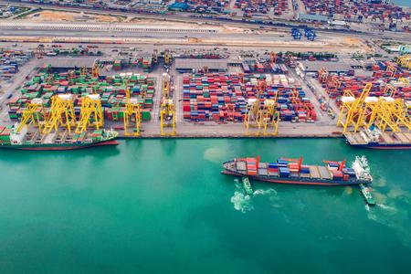 Puerto de contenedores y transporte de buques portacontenedores, centro logístico en Singapur Foto de archivo