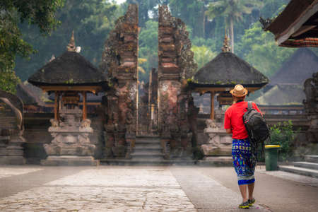 A traveller travel in Holy Spring Water Tirta Empul Hindu Temple , Bali Indonesia Imagens