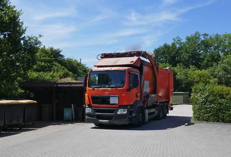 Veicolo di riciclaggio, camion, veicolo commerciale pesante al lavoro