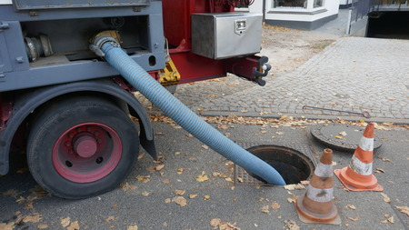 Pumping the sewage tank of a mobile sanitary container into the sewage system