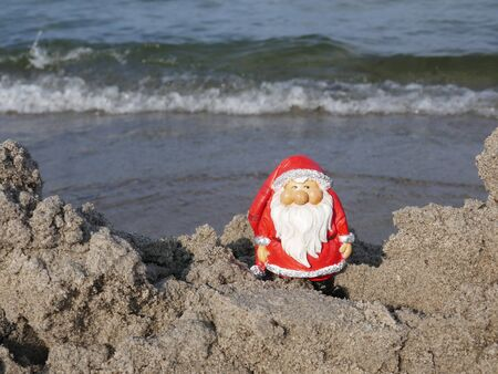 Christmas by the sea. Have fun at the beach holiday with Santa Claus. (Not copyrighted) Stockfoto
