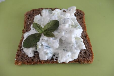 Whole grain bread with cream cheese and spring onions, a heathy snack.