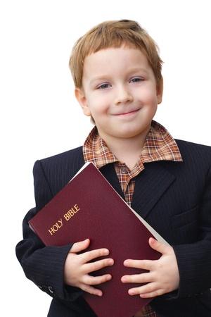 predicador: retrato de un niño con una Biblia en la mano