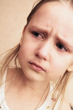 ojos tristes: retrato de una ni�a triste