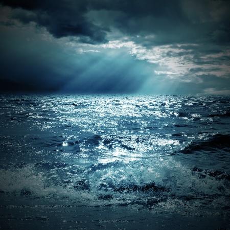 een zonnestraal op de zee Stockfoto