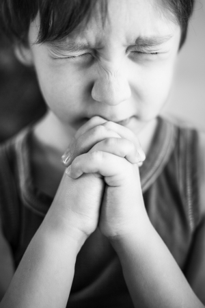 Photo boy at prayer Standard-Bild