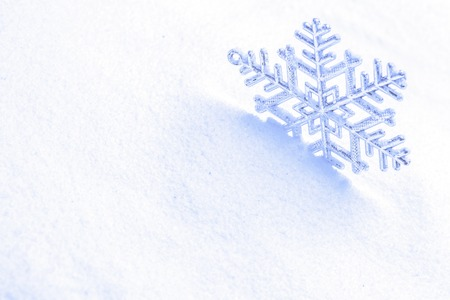 Foto blauwe sneeuw en sneeuwvlokken Stockfoto