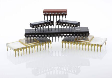 piramidale mucchio di diversi microchip