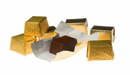 Composizione di varie caramelle al cioccolato, il tutto in focus
