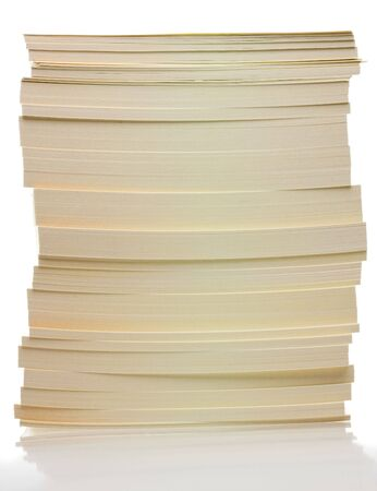 mucchio di carta isolato su sfondo bianco - concetto di scartoffie Archivio Fotografico