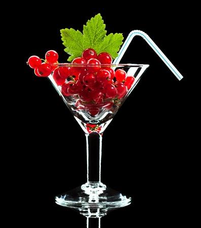 Concetto di bere succo fresco di ribes