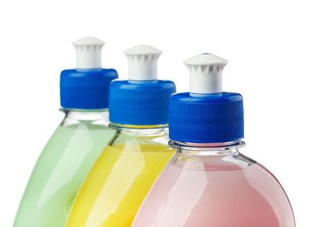 lavar platos: Macro de botellas de l�quido para lavar platos gama de colores aislados en blanco