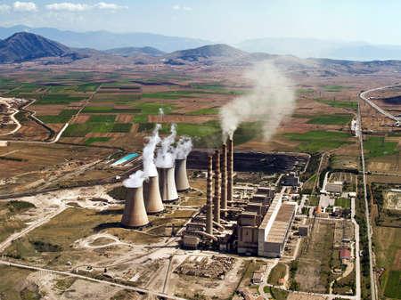 turbina de vapor: Planta de energ�a de combustibles f�siles en funcionamiento, vista a�rea Foto de archivo