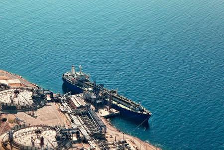 containment: Ship unloading at liquefied natural gas terminal Stock Photo