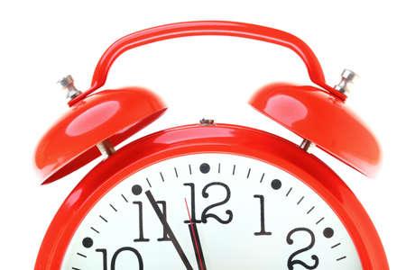 Rojo antiguo estilo alarm clock aislado en blanco