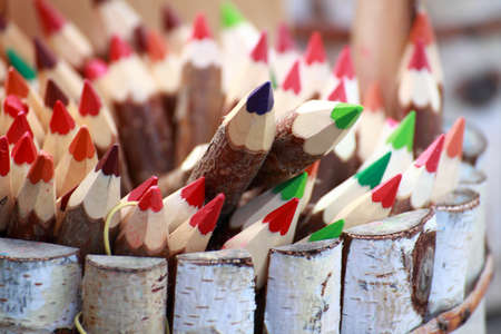 Set di matite di colore natura di fondo esterno in legno