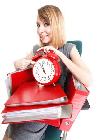 beaucoup d'affaires surmené femme tenue de documents isolés blanc rouge en temps timeer dossier Banque d'images - 13151442
