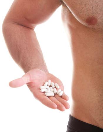 vitamina o trascinare Man pillola tablet isolato pillola offerta in un unico e pillole in bottiglia - in un'altra mano. Copia scatole spaziali con gli integratori