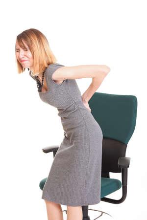 Business donna con il mal di schiena dopo il lungo lavoro sulla sedia. Isolato su sfondo bianco Archivio Fotografico