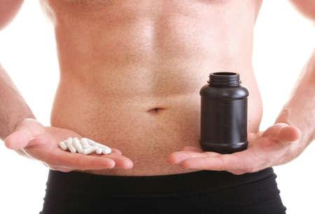 medicina natural: Hombre píldora de vitaminas o arrastrar tableta píldora aislado en una oferta y píldoras en botella - en otro lado. Copiar el espacio con cajas de suplementos