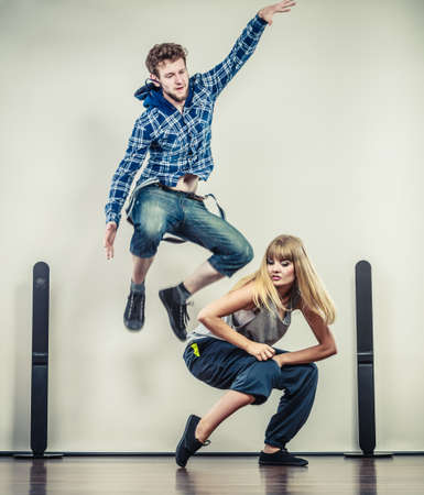 taniec: Two modern dancers couple woman and man dancing. Urban lifestyle. Hip-hop generation.