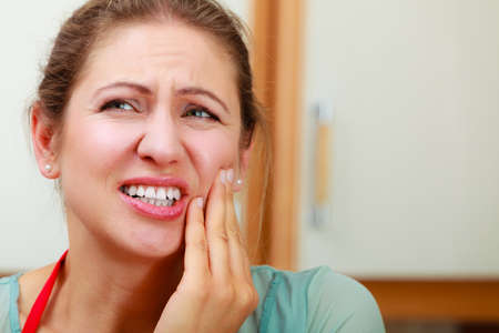 dent douleur: Mature woman female suffering from toothache tooth pain.