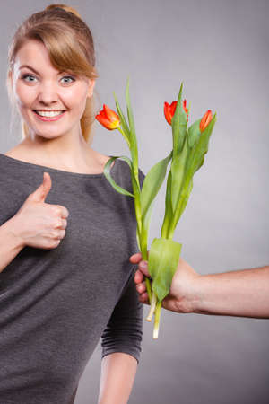 gets: A woman Gets the flowers from her boyfriend, feels amazing.