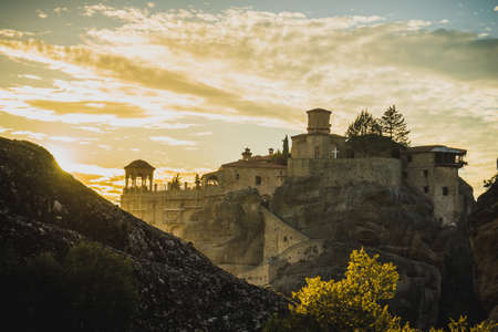 Scenic sunset evening sky over holy Varlaam monastery on cliff in Meteora, Thessaly Greece. Greek destinations Standard-Bild - 98185908