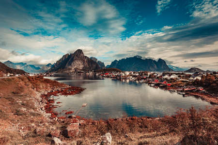 Beautiful scenery fjord landscape with Reine village, coast nature with sharp high mountain peaks, Lofoten islands North Norway. Travel destination. 版權商用圖片 - 114910440