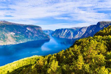 Krajobraz fiordu Aurlandsfjord, Norwegia Skandynawia. Narodowy szlak turystyczny Aurlandsfjellet.