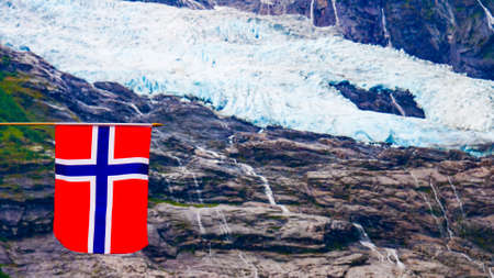 Norwegian flag and Boyabreen Glacier in Fjaerland area in Sogndal Municipality in Sogn og Fjordane county, Norway. 版權商用圖片