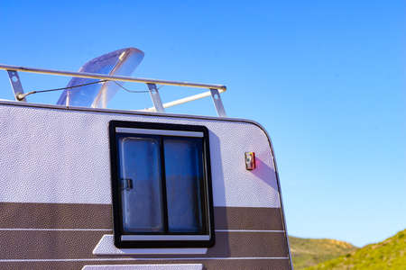Sunroof, raisable panel window on roof top of rv caravan against blue sky. Travel with motor home vehicle. Standard-Bild