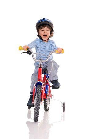 ni�os en bicicleta: Poco ni�o montar bicicleta Foto de archivo