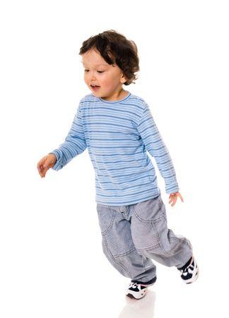 enfant qui court: Petit gar�on en cours d'ex�cution sur blanc.