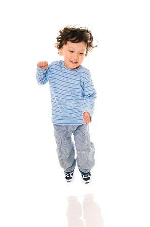bambin: enfant de saut sur fond blanc