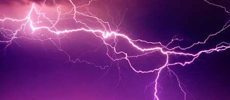 temp�te: La foudre Big sur le ciel Banque d'images