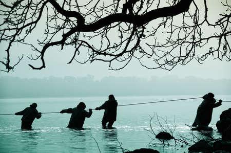 Die Fischer im Wasser