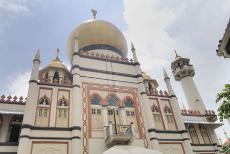 chant: Sultan Mosque in Singapore.  Named in honour of the Sultan of Singapore.  One of Singapores most famous religious buildings Stock Photo