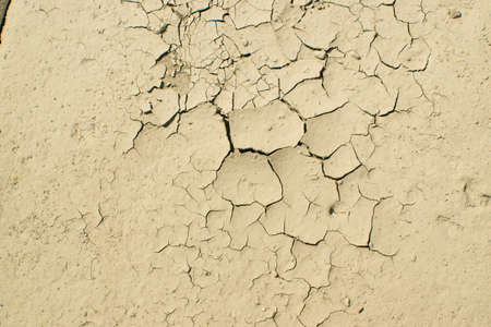 Cracked dry earth top view as drought and global warming concept. Broken clay soil texture with cracks on surface Banque d'images