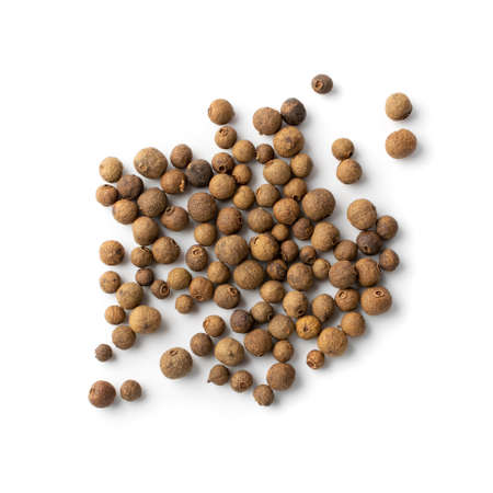 Pile of allspice isolated on white background top view. Jamaica pepper, allspice peppercorns or myrtle pepper close up Standard-Bild
