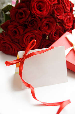 Blank note for message over bunch of red roses Stock Photo - 7744577
