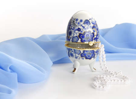 Box in the form of egg with the beads.