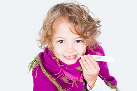 enfant malade: la fièvre de mesure de l'enfant