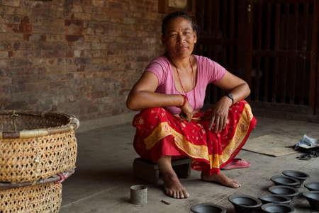 alfarero: Bhaktapur, Nepal, 2013, Mujer Potter