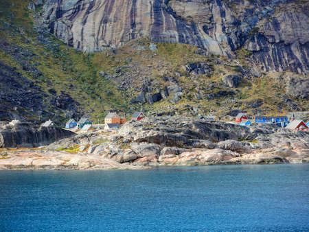 esquimales: Small settlement in The Prins Christian Sund in Greenland Foto de archivo