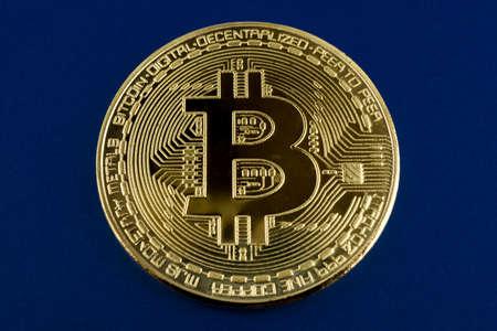 One bitcoin on blue background Zdjęcie Seryjne