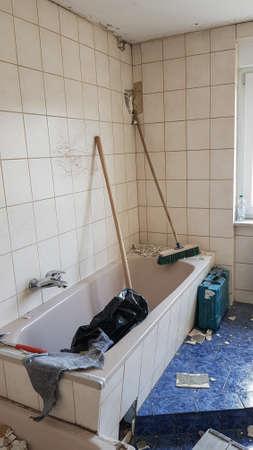 shortly before demolition of an old bathroom  Zdjęcie Seryjne