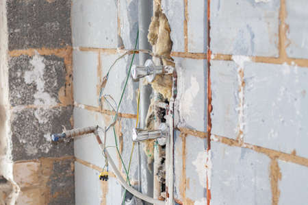 Demolition of an old bathroom with removal of the tiles and exposure of the water and drainage pipes Imagens